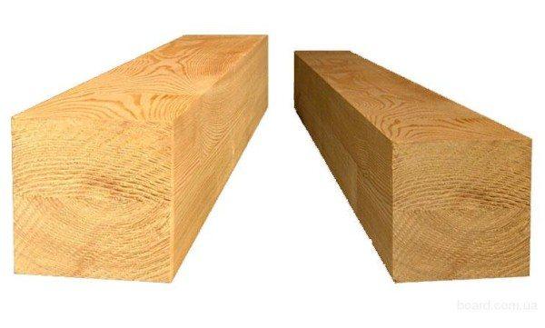 Брус, размером 100х100 мм (справа) и 150х150.