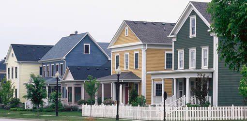 Цветные красители могут кардинально изменить внешний вид всего строения, поэтому при их выборе сначала рекомендуется создать эскиз дома, выполненный в цветах