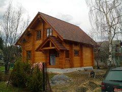 Дачный домик можно построить из тонкого бруса.