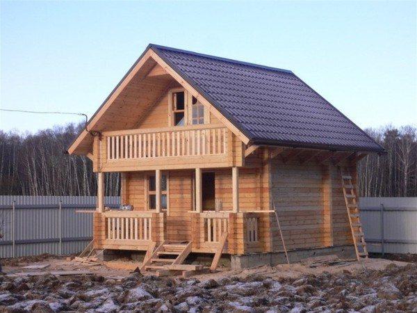 Дом из бруса имеет достойный внешний вид.