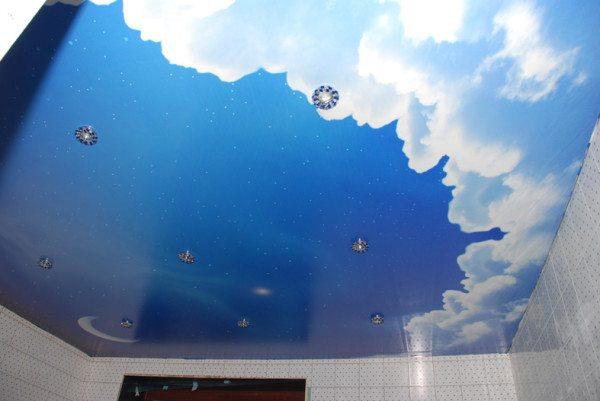 Интересная задумка для детской комнаты – натяжное полотно с рисунком неба