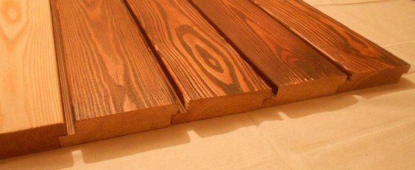 Искусственную имитацию изготовляют из пластика, смешанного с древесными отходами.
