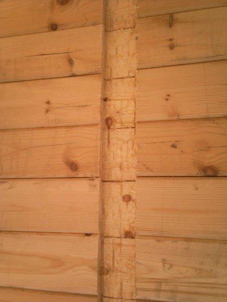 Использование материала с меньшими параметрами для создания межкомнатных перегородок позволит создавать замки или пазы в несущей стене без серьезного ущерба ее прочности