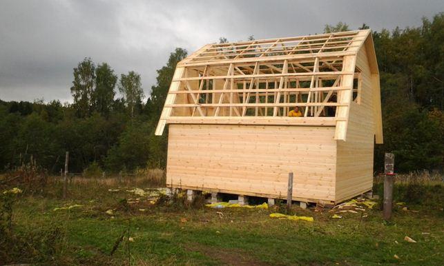 Использование материалов с меньшим сечением для изготовления крыши позволяет значительно снизить нагрузку на здание