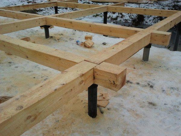 Изделие с сечением в 200 мм можно использовать как для возведения несущих стен, так и для сооружения основания
