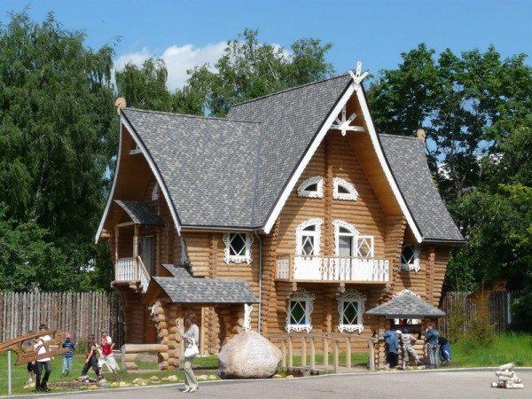 Костромской терем из бревен