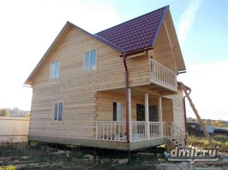 Кровля из профилированного металла отлично сочетается с домами изготовленными из деревянных материалов