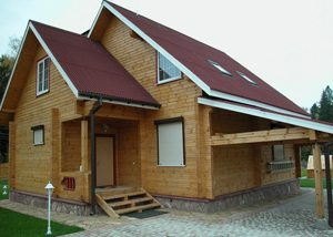 Любительское фото дома изготовленного из бруса, предназначенного для круглогодичного проживания