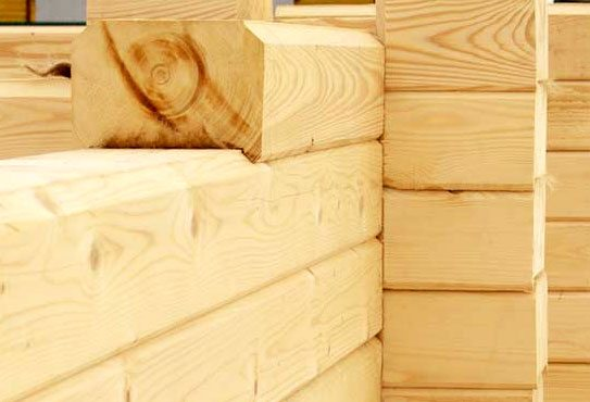 Материал стены - профилированный брус из архангельской сосны. Форма его сечения исключает продувание утеплителя.