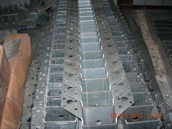 Монтажная перфорация в изделиях крепежа