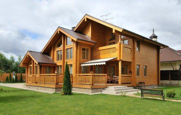На этом фото можно оценить достоинства внешнего вида дома из бруса