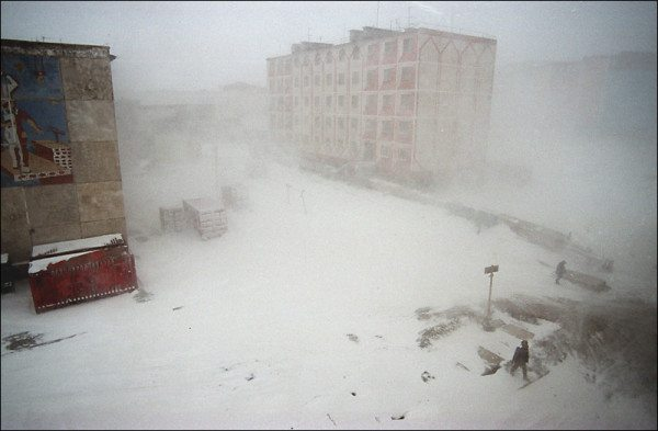 На фото - зима в Анадыре. В январе температура опускается до -45 градусов.