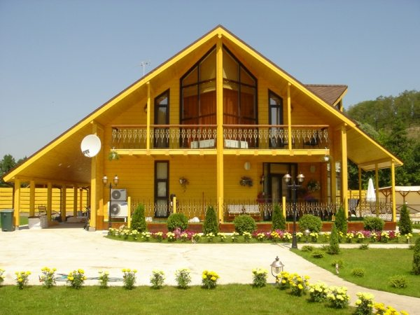 На фото внешний вид деревянного дома из бруса