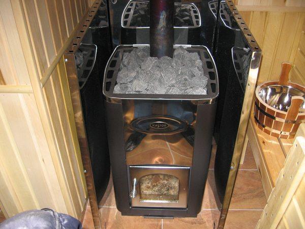 Печь в бане должна быть защищена от контакта с деревянными поверхностями