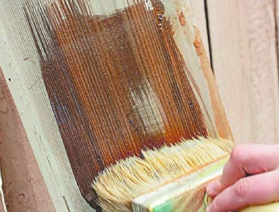 При окрашивании деревянных материалов без предварительной обработки значительно увеличивается расход красителя