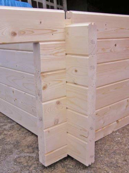 Путем несложных конструктивных действий, можно сооружать дома из клееного бруса из лиственницы своими руками