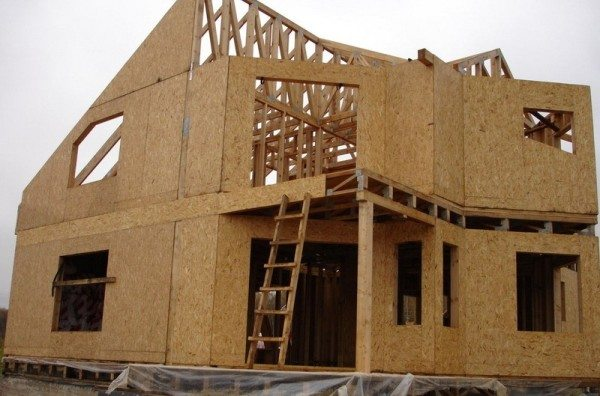 Структура каркасного дома имеет принципиальное отличие от дома из бруса.