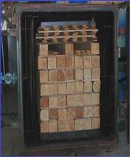 Сушку деревянных материалов производят в специальных шкафах, которые помимо нагревательных элементов могут оборудоваться вакуумными насосами