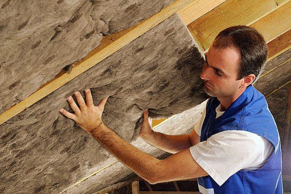 Установка минераловатных плит на кровлю дома шале из клееного бруса