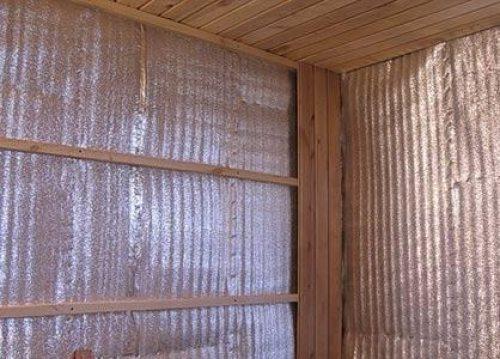Утеплитель с отражающей поверхностью может послужить отличным изолятором для парной, поскольку не выпускает инфракрасное излучение изнутри