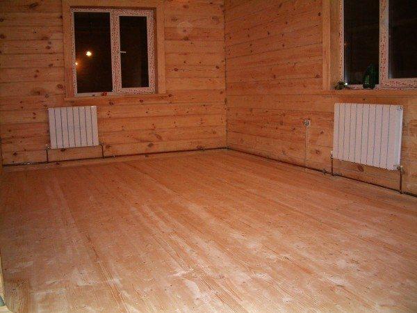 В деревянном доме вполне логично соорудить деревянный пол. Попытаемся разобраться, как он должен быть устроен.