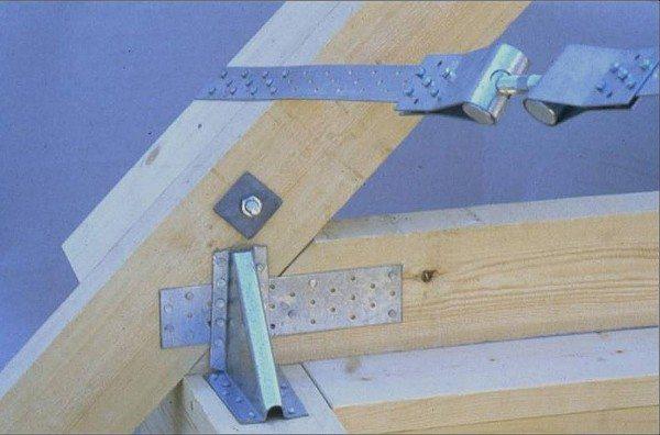 В самых ответственных местах можно производить комбинированное крепление с использованием различных вспомогательных элементов