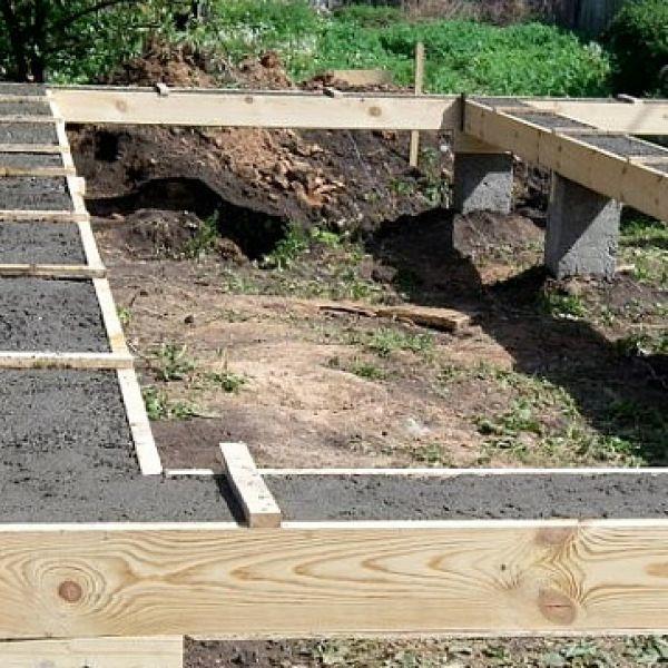 Заливка фундамента под будущий дом