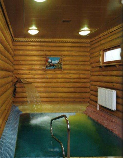 Замечательный бассейн, где можно приятно и с пользой провести время