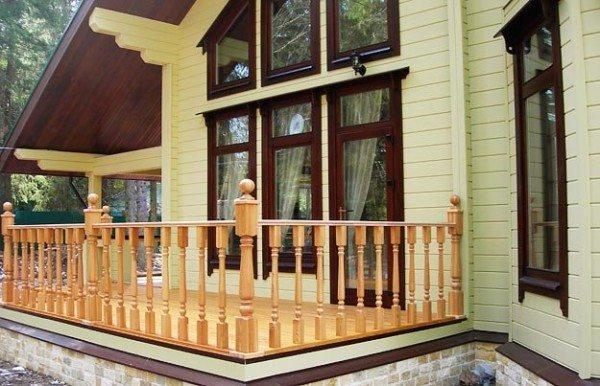 Брусовые рамы выглядят весьма респектабельно – как будто выполнены из дорогостоящей благородной древесины!