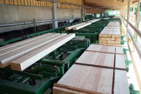 Четко налаженная линия фрезерно - брусующая в составе лесопильного производства