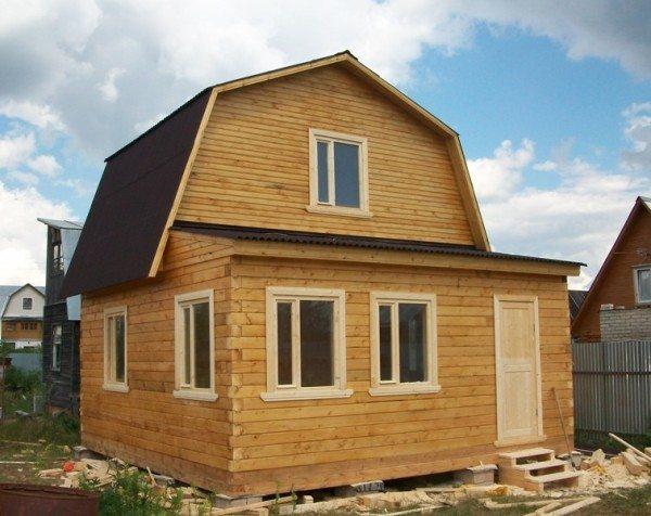 Дачный дом можно сделать своими силами, для этого потребуется лишь грамотный проект и качественный строительный материал
