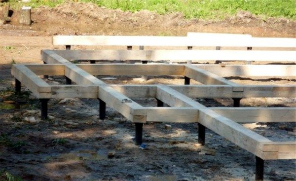 Деревянный ростверк на свайном фундаменте.