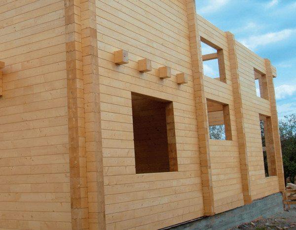 Для изготовления стен лучше всего использовать материал с крупным сечением