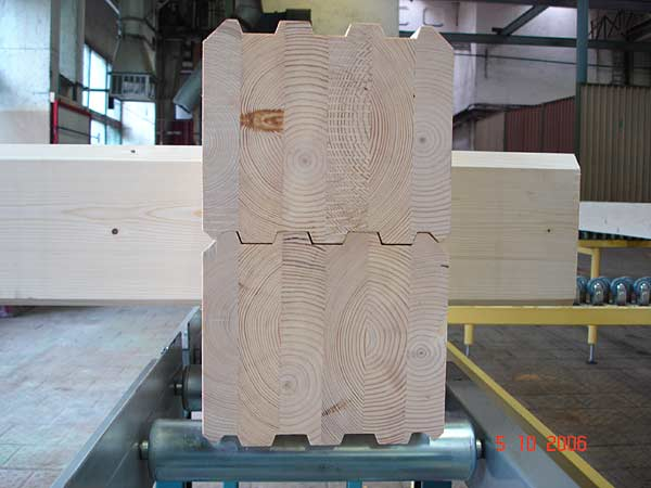 Для клееного профилированного бруса венцевое крепление предусмотрено производителем.