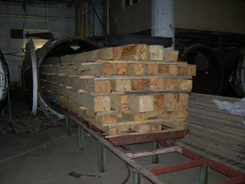 Для сушки древесины используют специальные печи, которые комбинируют в себе создание вакуума и нагрев