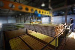 Для увеличения эффективности работы предприятия, рекомендуется вооружиться мощными подъемниками, которые будут доставлять заготовки в нужное место
