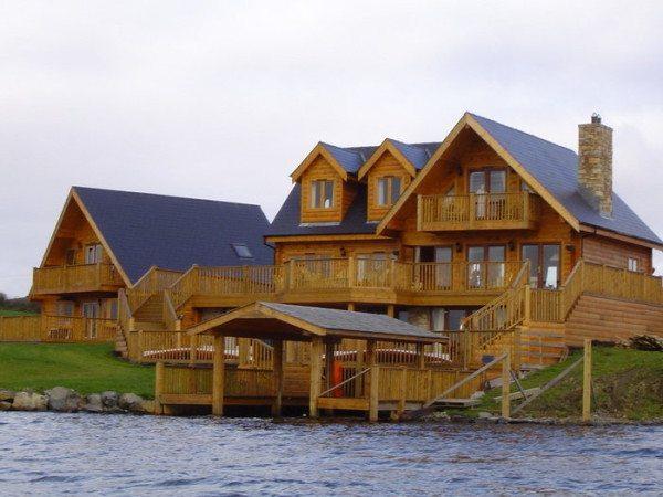 Дом из бруса у воды