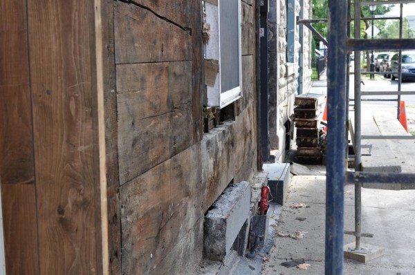 Этому дому больше века. Стены были сухими и по-прежнему в безупречном состоянии.