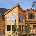 Фасад дома, отделанный имитацией бруса