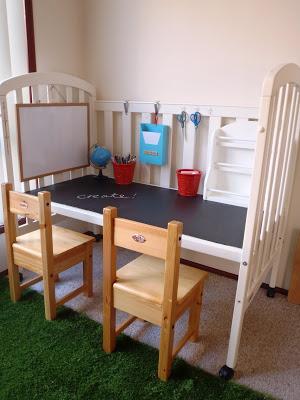 Столик для малышей из старой кроватки