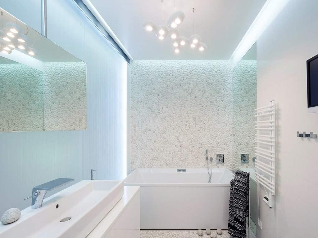 Подсветка в маленькой ванной комнате