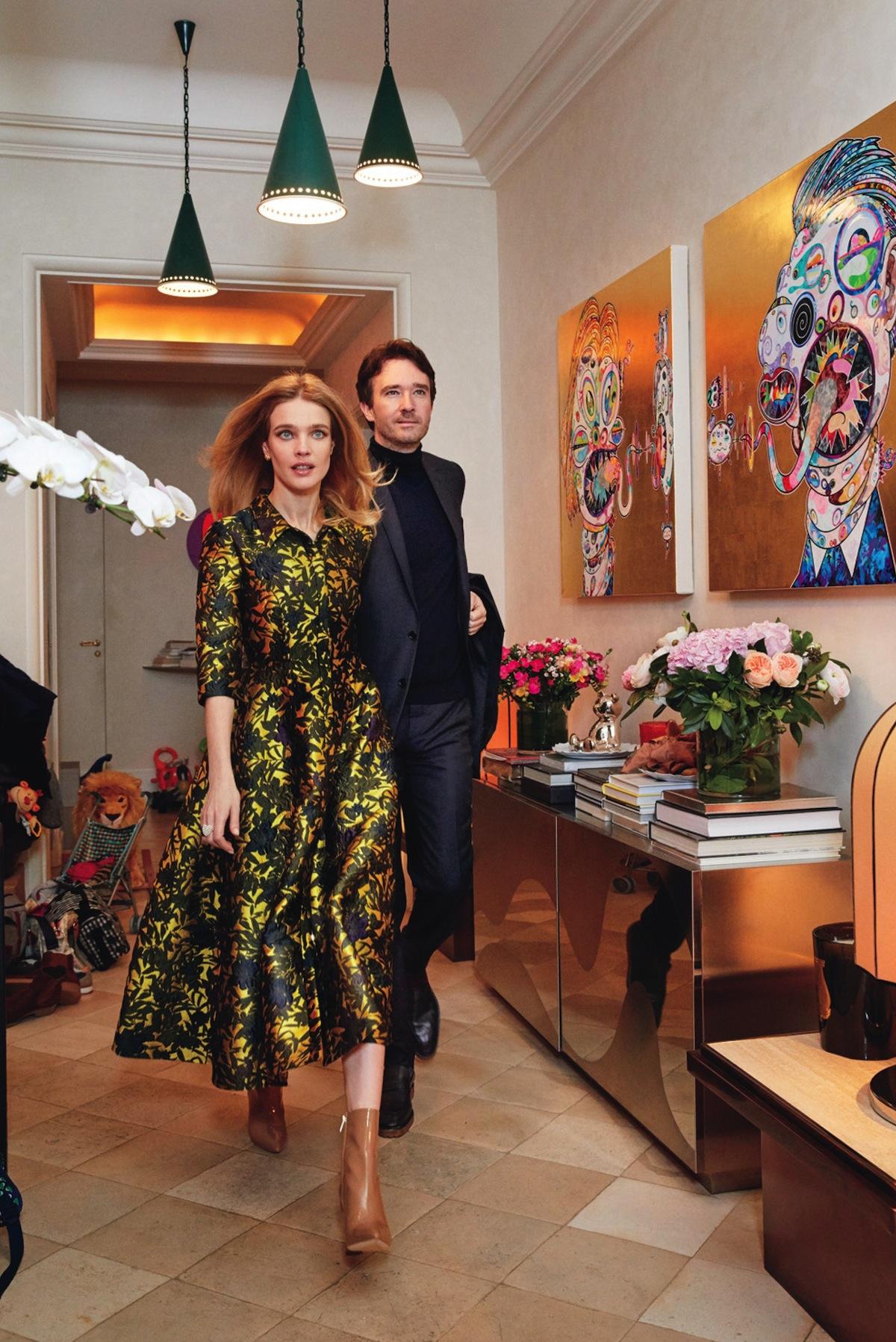 Наталья Водянова с мужем Антуаном Арно в прихожей собственного дома