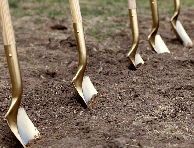 Частая перекопка грядок вредит почве