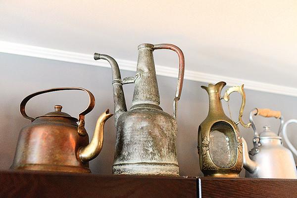 Часть коллекции чайников