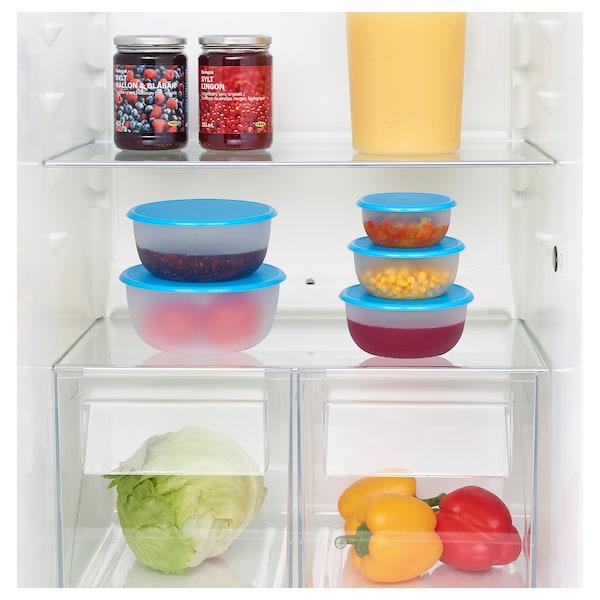 Вместительные контейнеры способствуют более аккуратному хранению продуктов.