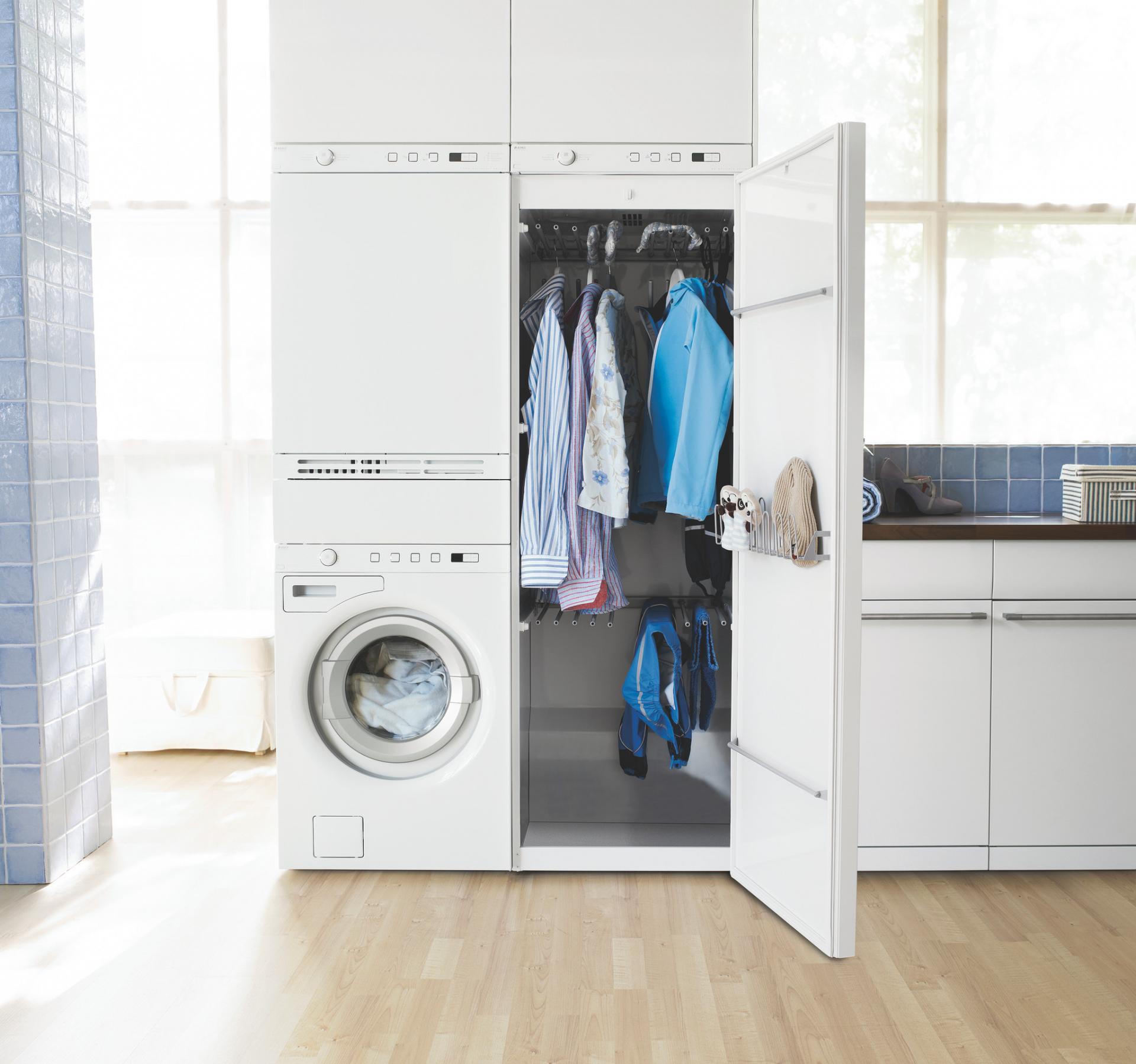Сушильная машина напоминает больше шкаф.