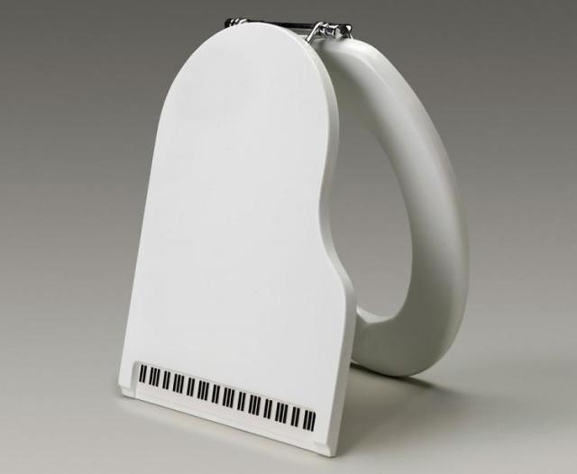 Дизайн крышки унитаза в ваде рояля.