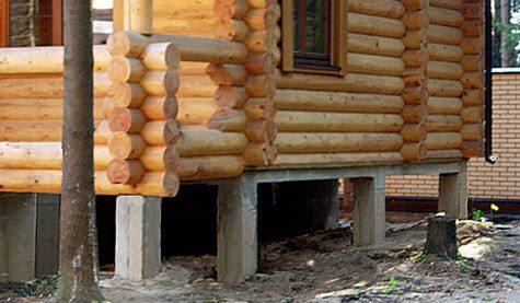 Фото дома из бруса на столбчатом фундаменте