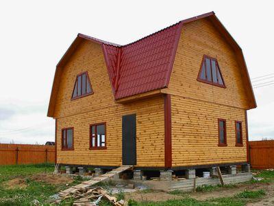 Фото дома обшитого имитацией бруса