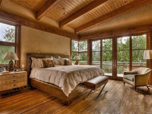 Фото интерьера спальни с комбинированной отделкой